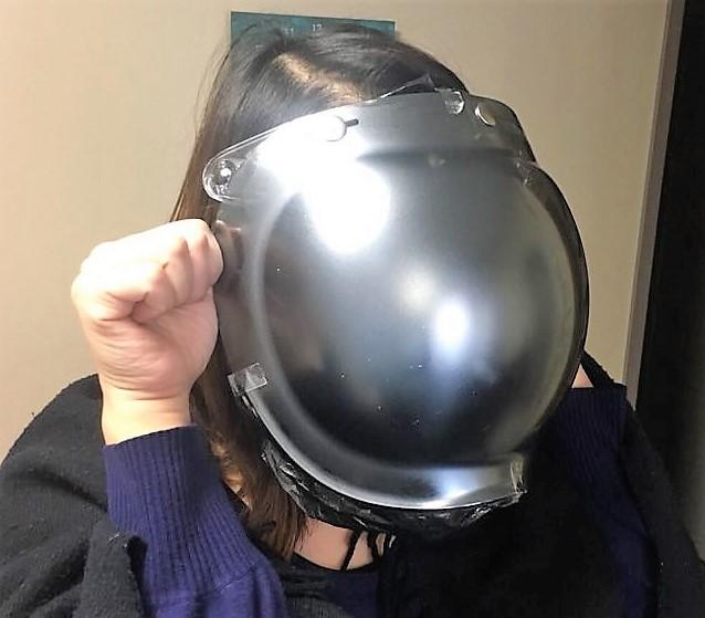 ヘルメットのシールド映り込みなし